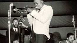 miles_davis_i_idiofuia_tis_tzaz_featured