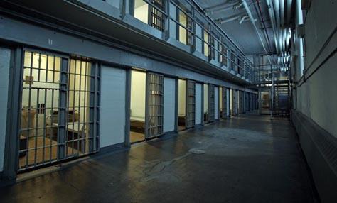 Οι φυλακισμένοι και η λάμπα