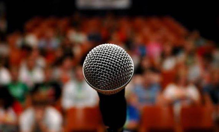 Ομιλία μπροστά σε κοινό – ο νούμερο 1 φόβος των ανθρώπων