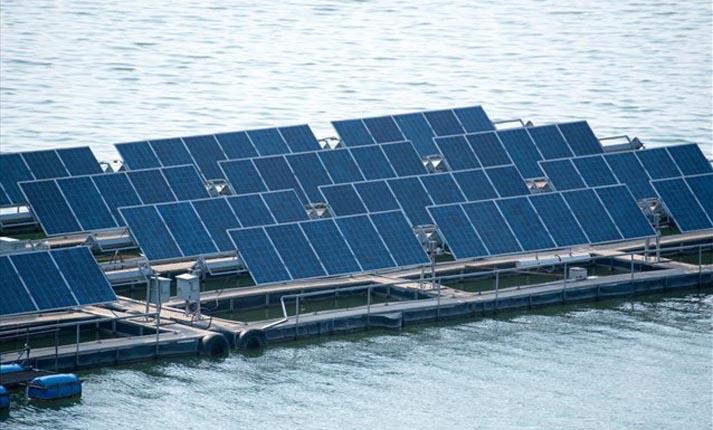 Παγκόσμια Τράπεζα: Η πλωτή ηλιακή ενέργεια ανοίγει νέους ορίζοντες για τις ανανεώσιμες πηγές ενέργειας