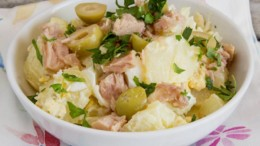 patatosalata_me_tono_kai_elies_featured