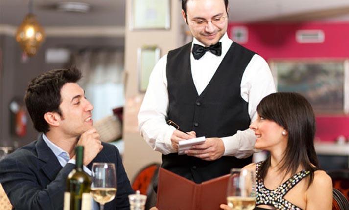 Πώς μας ξεγελάνε τα εστιατόρια για να πληρώνουμε περισσότερο