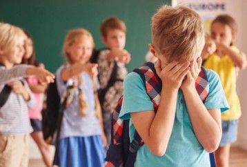 Πώς να αντιμετωπίσετε αυτόν που σας κάνει bullying στο σχολείο