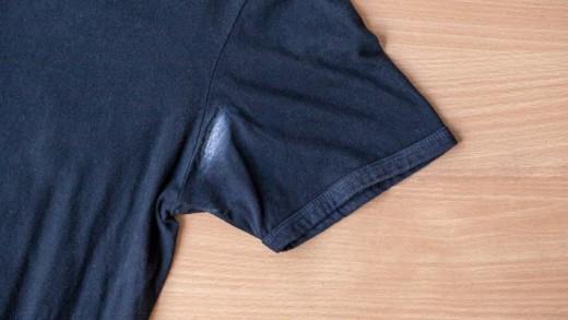 Πώς να απαλλαγείτε από τα σημάδια του αποσμητικού στα ρούχα σας