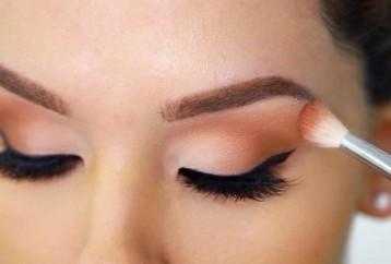 Πώς να εφαρμόζετε κατάλληλα τις σκιές στα μάτια