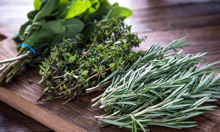 Πώς να χρησιμοποιείτε τα βότανα και τα μπαχαρικά