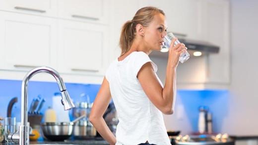 Πόσο νερό πρέπει να πίνετε ανάλογα με το βάρος σας!