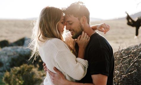 Πράγματα που κάνουν έναν άνδρα να ερωτευτεί μια γυναίκα