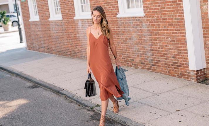 Slip dress  Η πιο σέξι καλοκαιρινή επιλογή - Flowmagazine 1f5ada43431