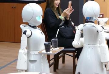 Στην Ιαπωνία η πρώτη καφετέρια στον κόσμο με σερβιτόρους-ρομπότ!