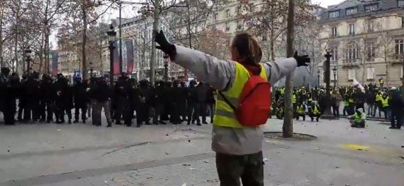 Τα κίτρινα γιλέκα της εξέγερσης!