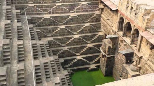 Τα κλιμακωτά πηγάδια του Chand Baori που θυμίζουν ανεστραμμένη πυραμίδα