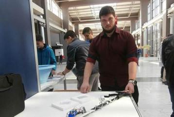 Θανάσης Μπαμπαλής: Ο 17χρονος Έλληνας που δημιούργησε το πρώτο «έξυπνο» μπαστούνι για τυφλούς!
