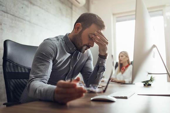 「仕事上のストレス」とは何ですか?どのように症状を検出しますか? 雇用主はどのような役割を果たし、どのように扱われますか?