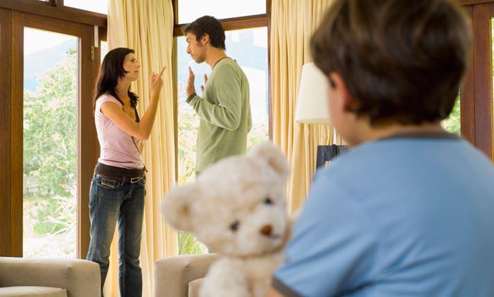 Τί γίνεται όταν οι γονείς στέλνουν διπλά μηνύματα στα παιδιά;