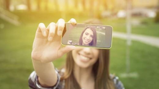 Τι κινδύνους εγκυμονούν οι selfies;