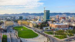 tirana_mia_omorfi_poli_featured