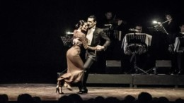 to_alithino_tango_apotin_argentini_taksideuei_se_oli_tin_ellada_featured