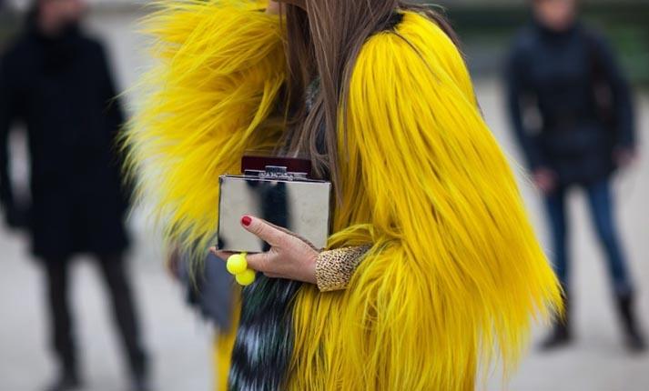Trend alert: Γούνες σε έντονα χρώματα