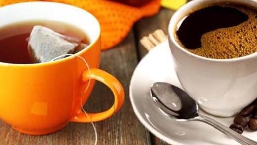 Τσάι ή καφές; Ποιο ρόφημα «κερδίζει» την υγεία μας;