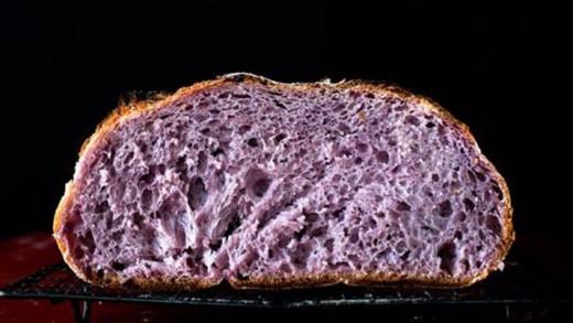 Υγιεινό ψωμί χρώματος μωβ