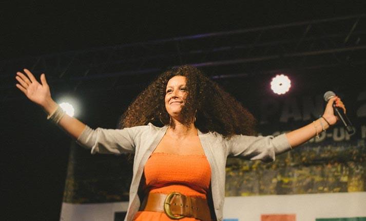 V for Vrana: Μια stand-up comedy βραδιά για την Κατερίνα Βρανά