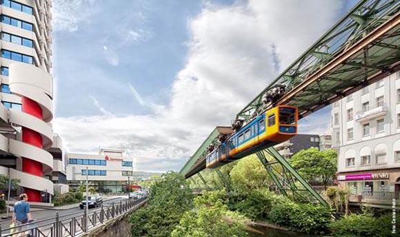 Wuppertal: Η ιστορική πόλη της Γερμανίας με το… εναέριο τρένο